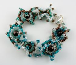 Bali Curvaceous Bulls-Eye Bracelet Kit by Carrie Johnson