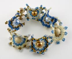 Parisian Twilight Curvaceous Bulls-Eye Bracelet Kit by Carrie Johnson